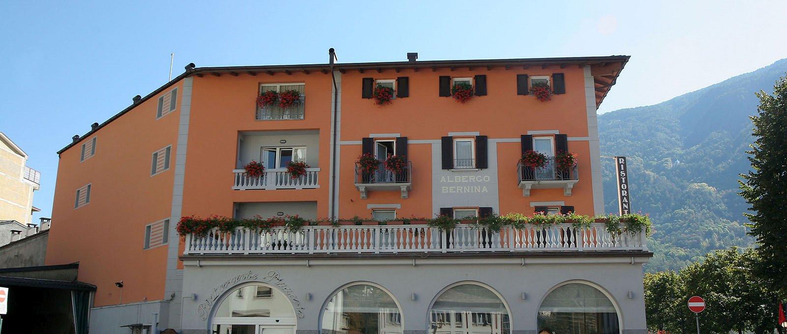 hotel corona tirano italien